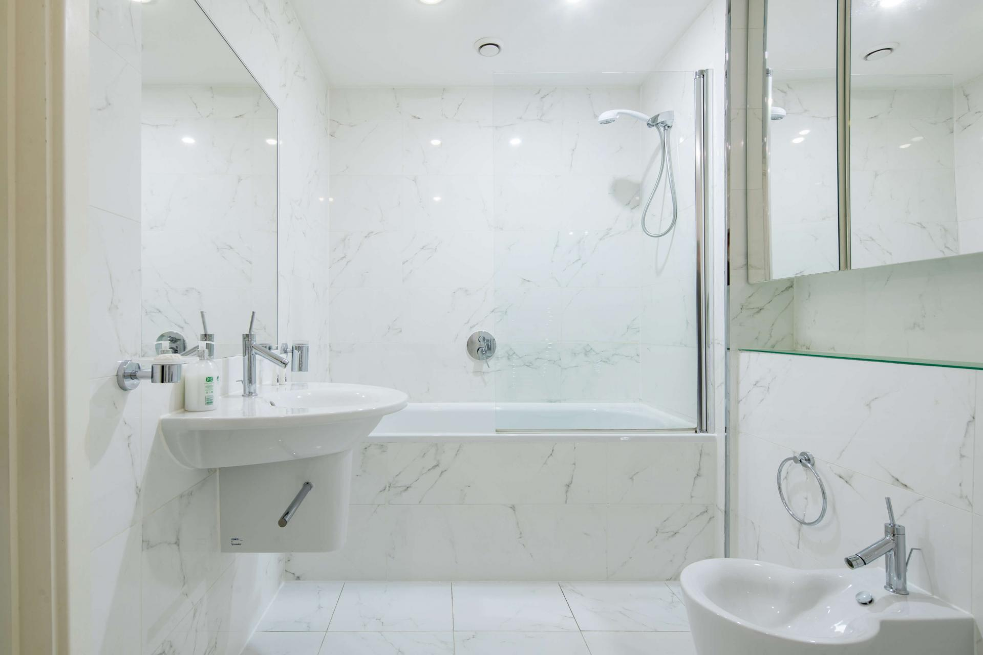 Bath at Meritas Court Apartments, Bayswater, London - Citybase Apartments