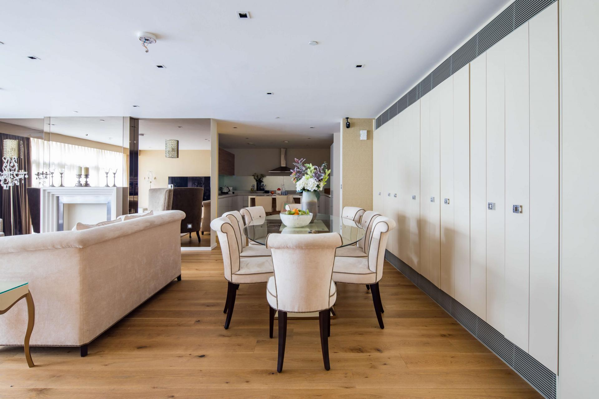 Dining area at Meritas Court Apartments, Bayswater, London - Citybase Apartments