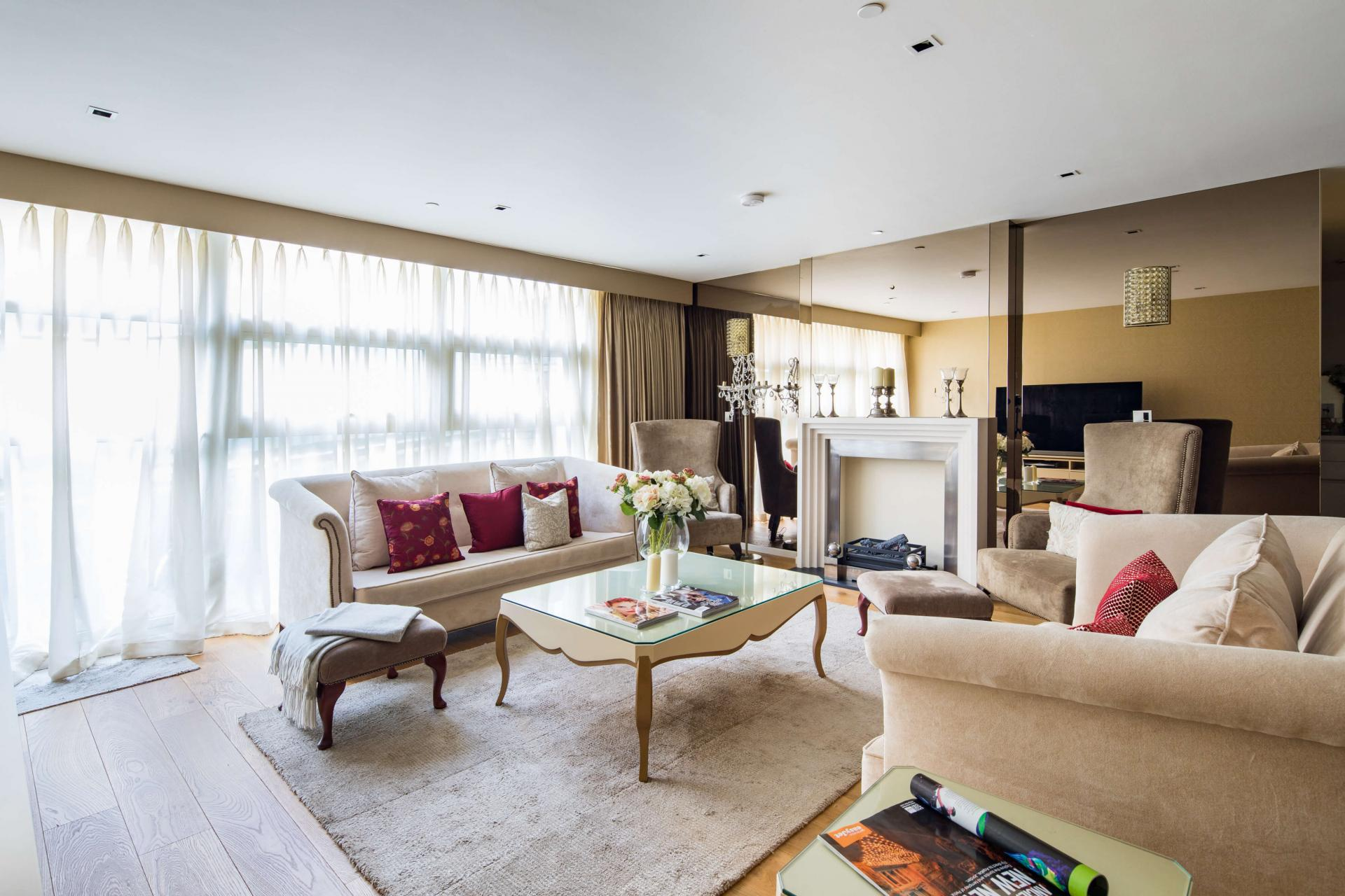 Living area at Meritas Court Apartments, Bayswater, London - Citybase Apartments