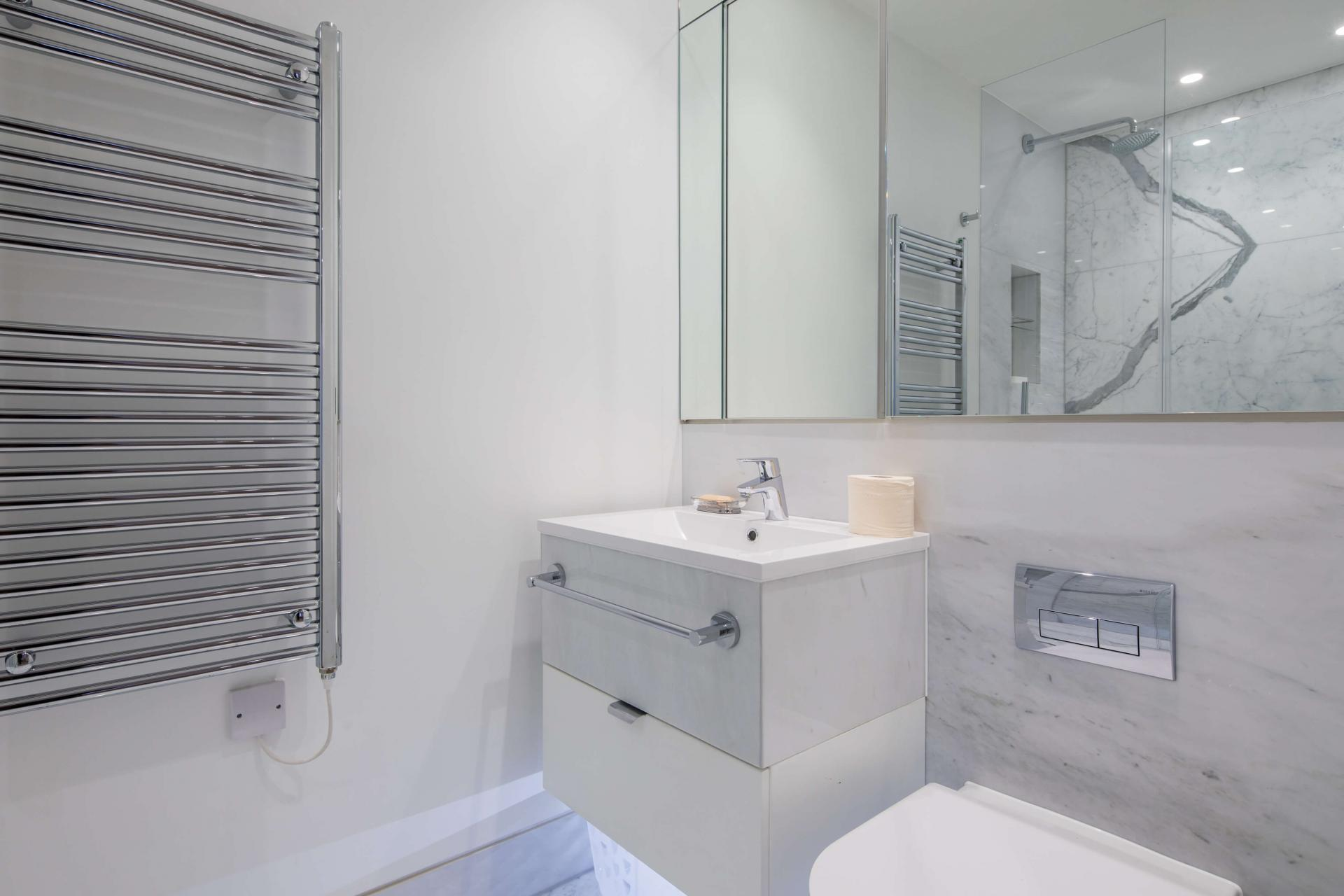 Mirror at Castle Lane Apartments, Westminster, London - Citybase Apartments