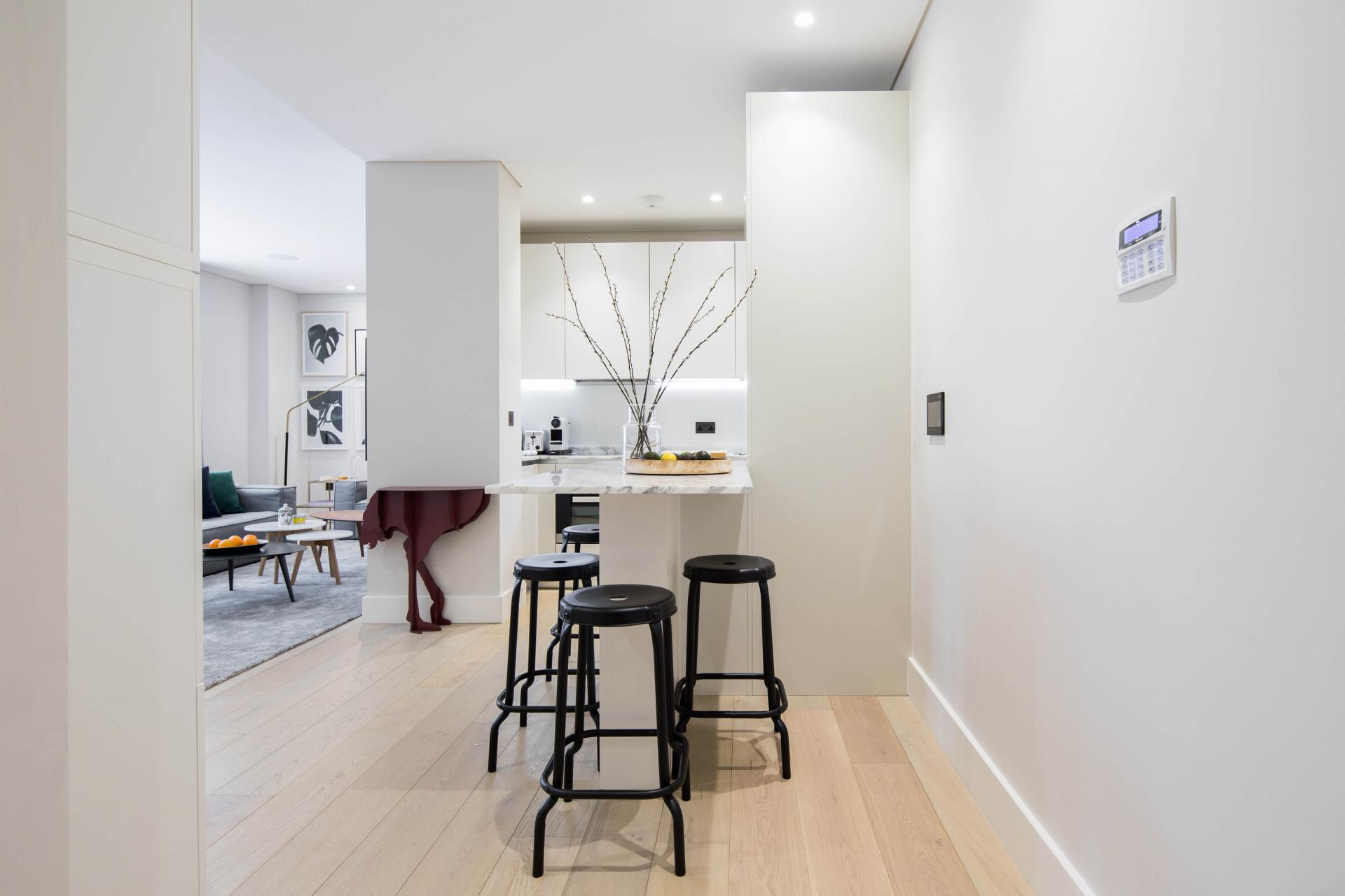 Dining area at Castle Lane Apartments, Westminster, London - Citybase Apartments