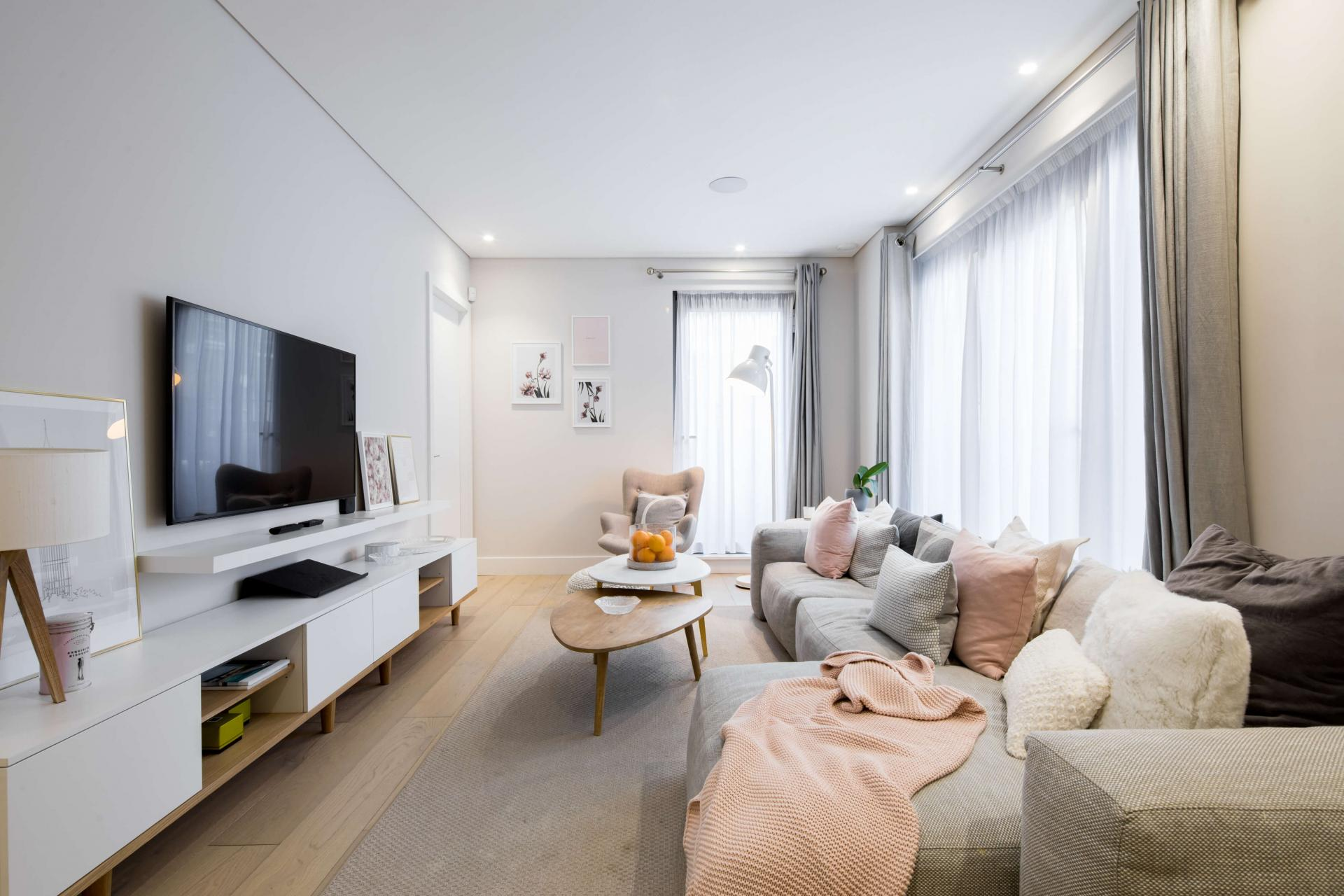 TV at Castle Lane Apartments, Westminster, London - Citybase Apartments