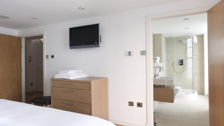 En-suite at Canning Street Apartments - Citybase Apartments