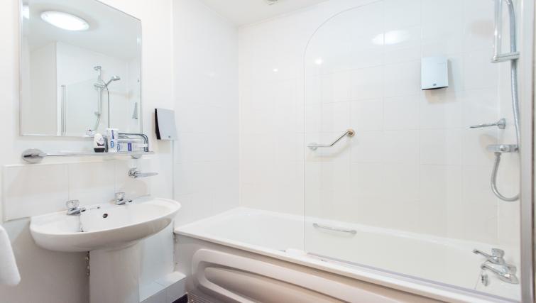Bath at Premier Suites Birmingham - Citybase Apartments
