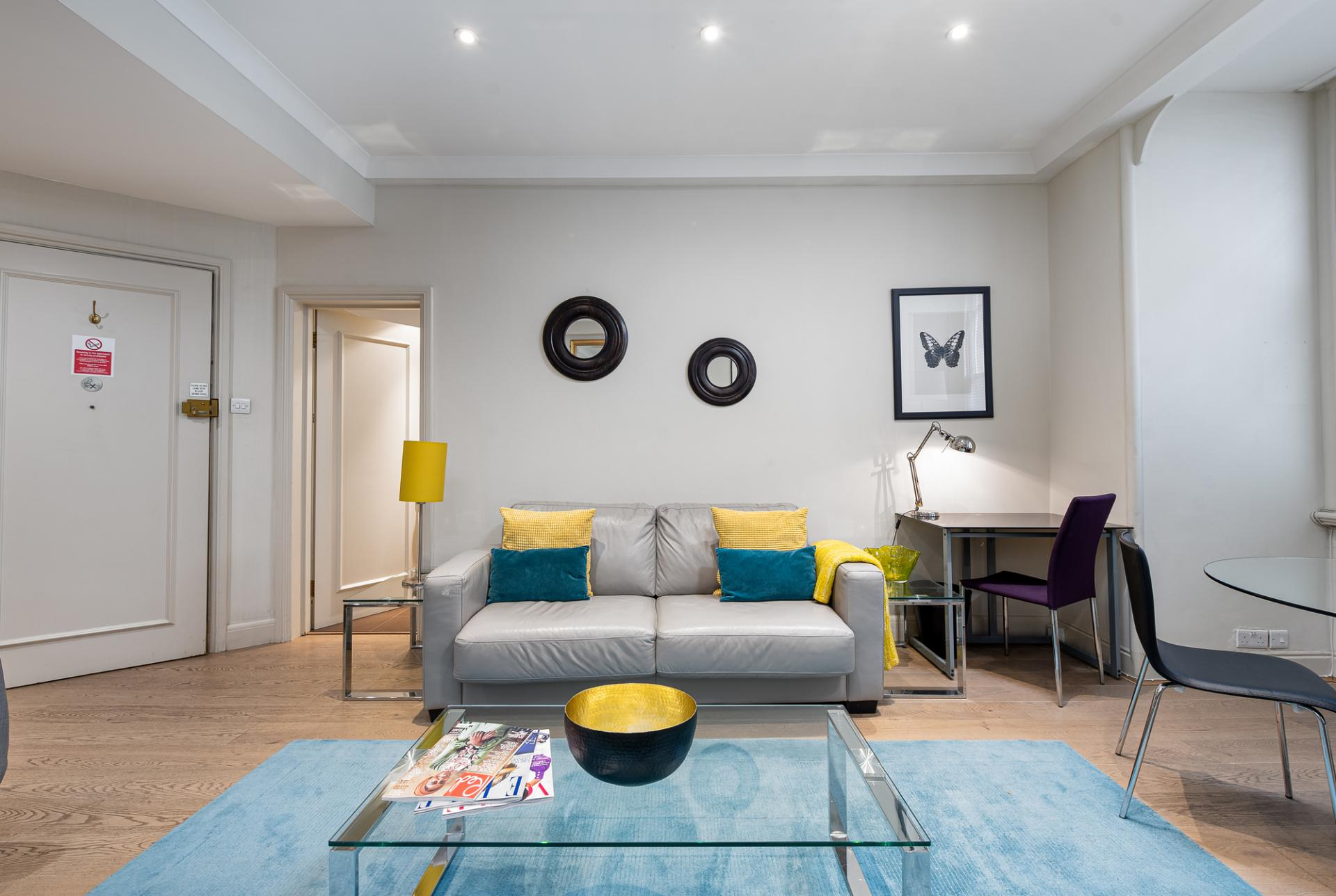 Bright lounge at Draycott Place Serviced Apartments, Chelsea, London - Citybase Apartments