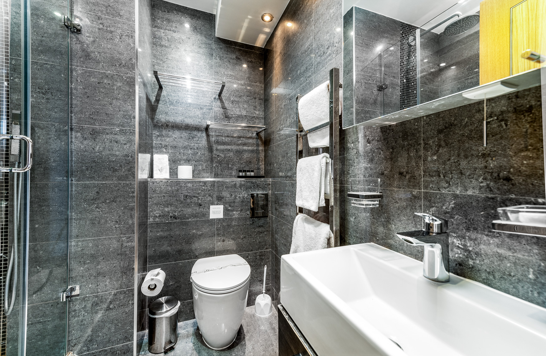 Bathroom at Nell Gwynn House Accommodation, Chelsea, London - Citybase Apartments
