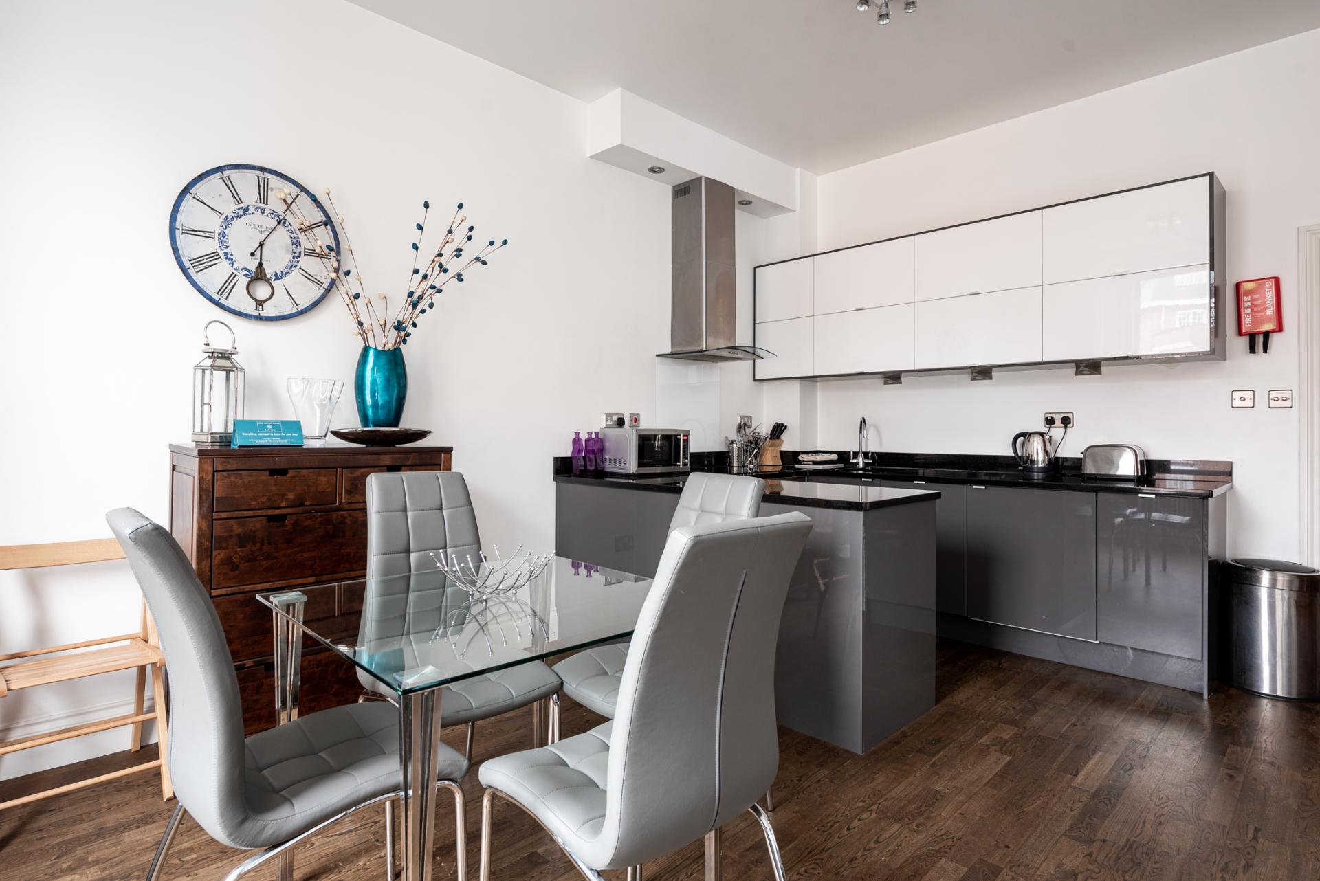 Dining table at Chelsea Green Apartments, Chelsea, London - Citybase Apartments