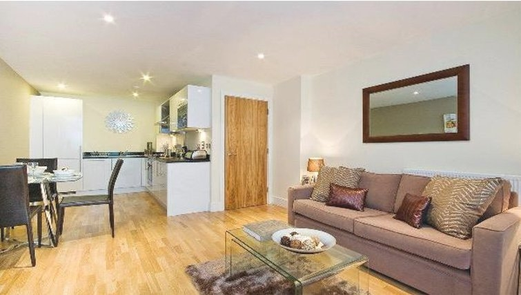 Gorgeous living area in Oakwood Lanterns Court - Citybase Apartments
