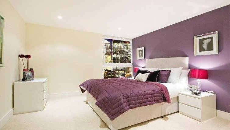 Premium bedroom in Oakwood Lanterns Court - Citybase Apartments