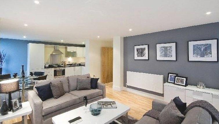 Smart living area in Oakwood Lanterns Court - Citybase Apartments