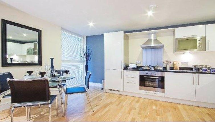 Executive kitchen in Oakwood Lanterns Court - Citybase Apartments