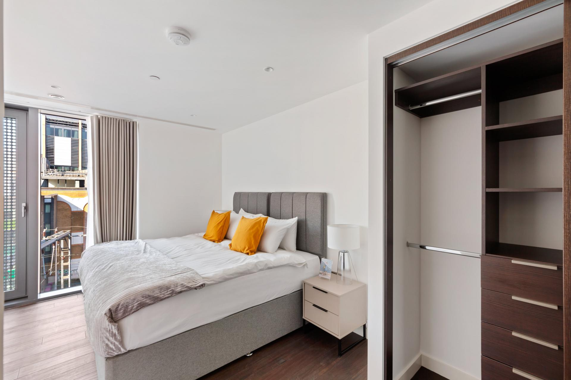 Wardrobe at The Residence Tower Hill, Whitechapel, London - Citybase Apartments