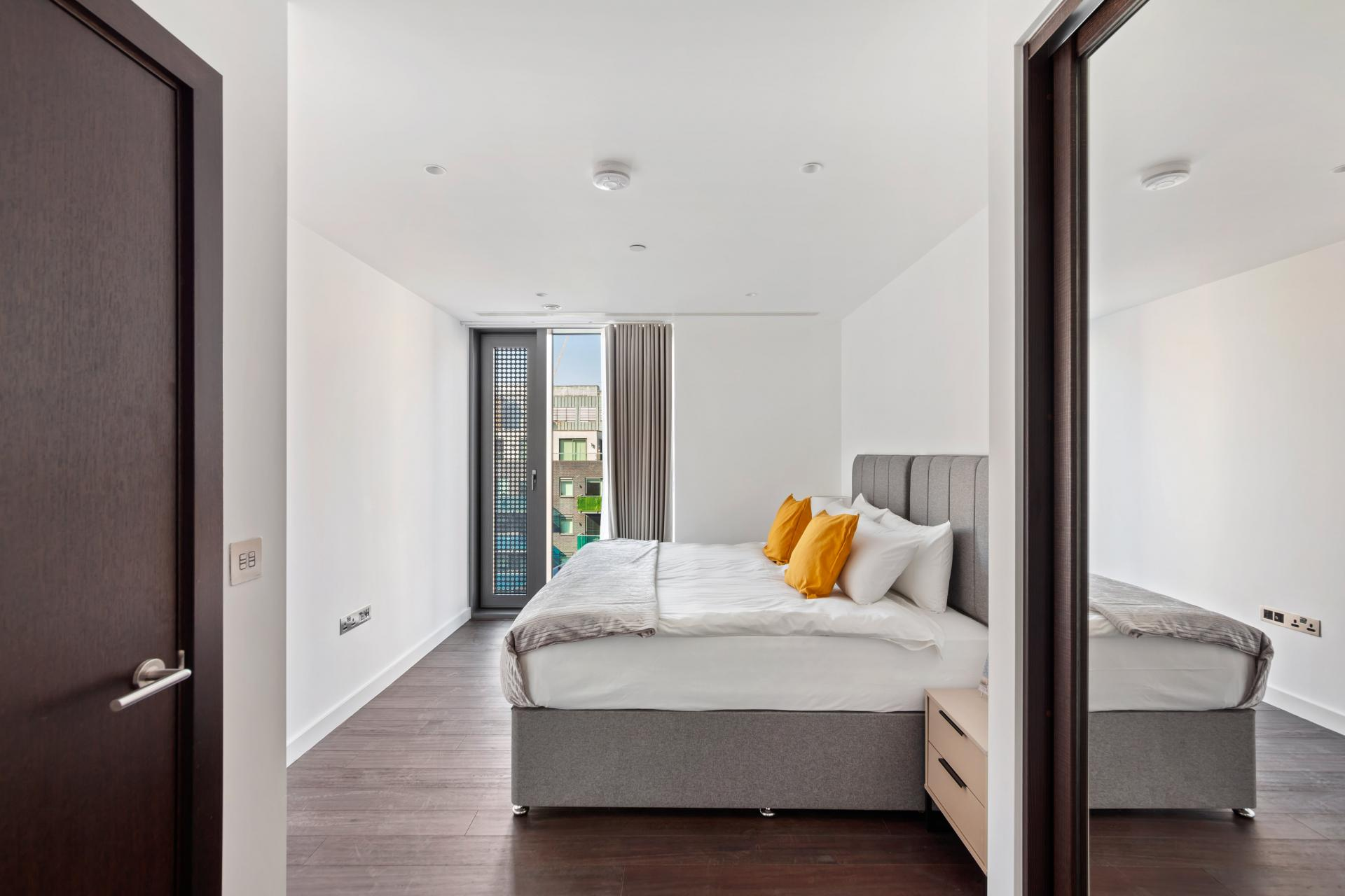 Bed at The Residence Tower Hill, Whitechapel, London - Citybase Apartments