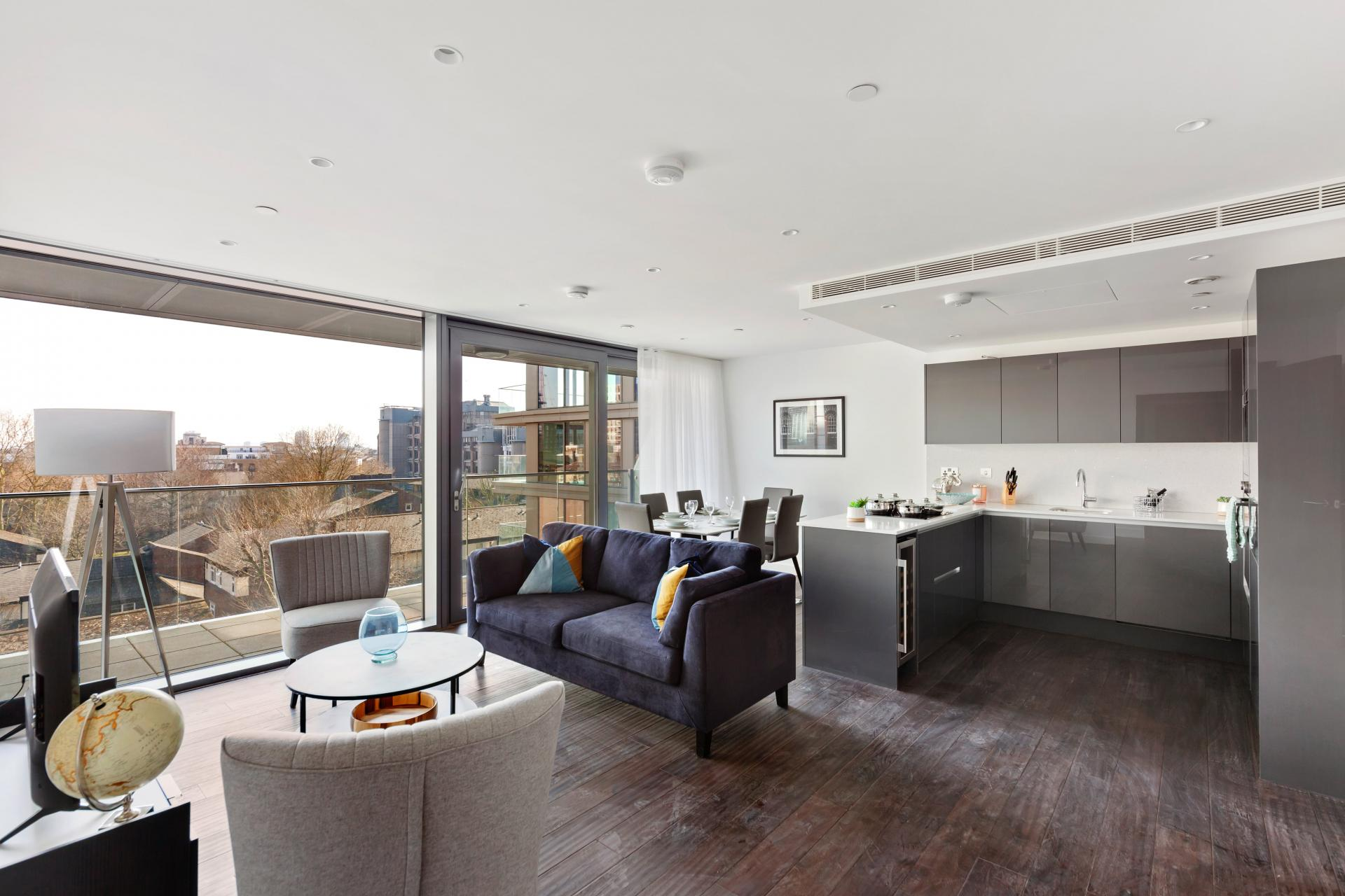 Living area at The Residence Tower Hill, Whitechapel, London - Citybase Apartments