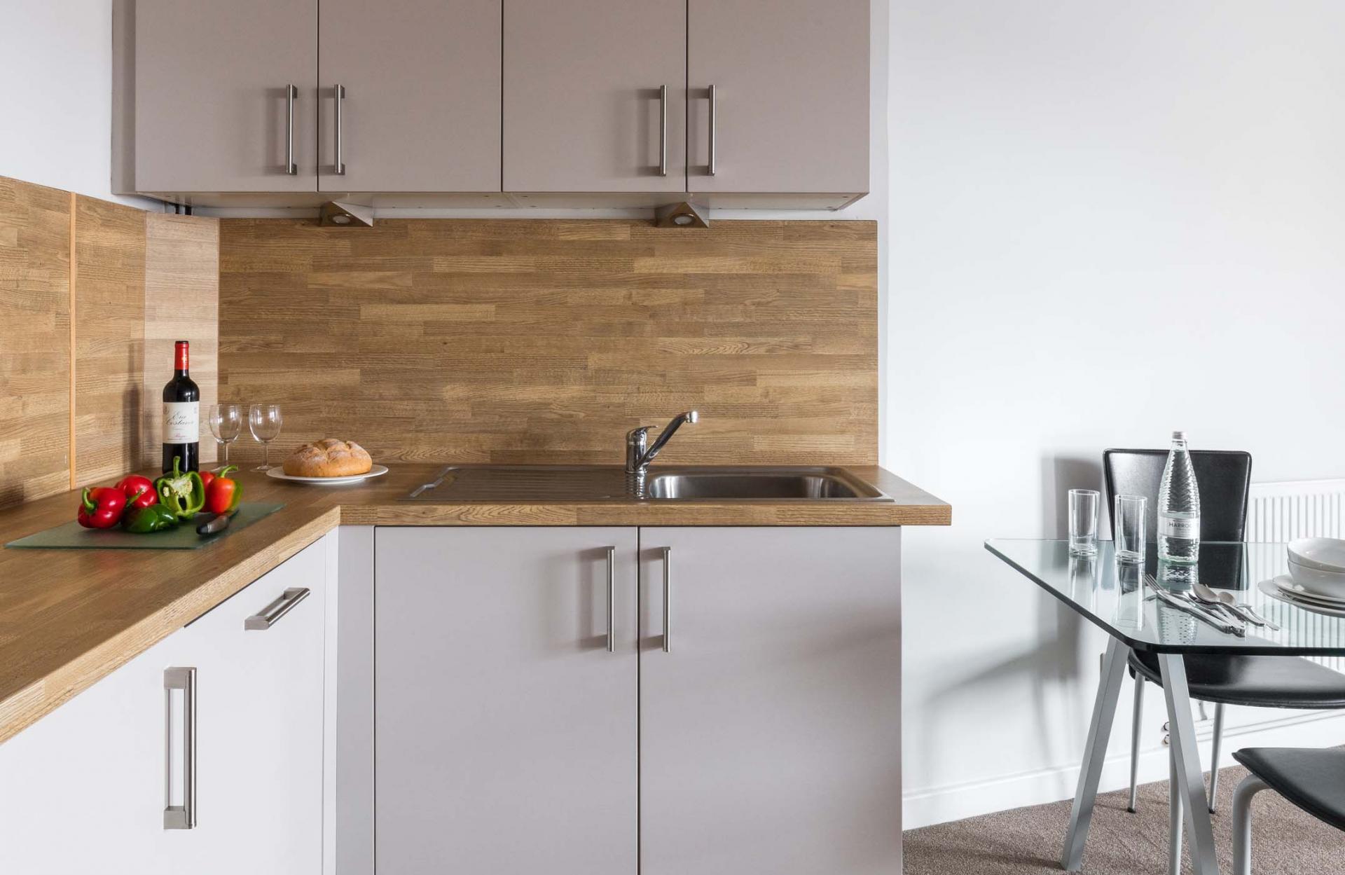 Modern kitchen in SACO Nottingham - The Ropewalk - Citybase Apartments
