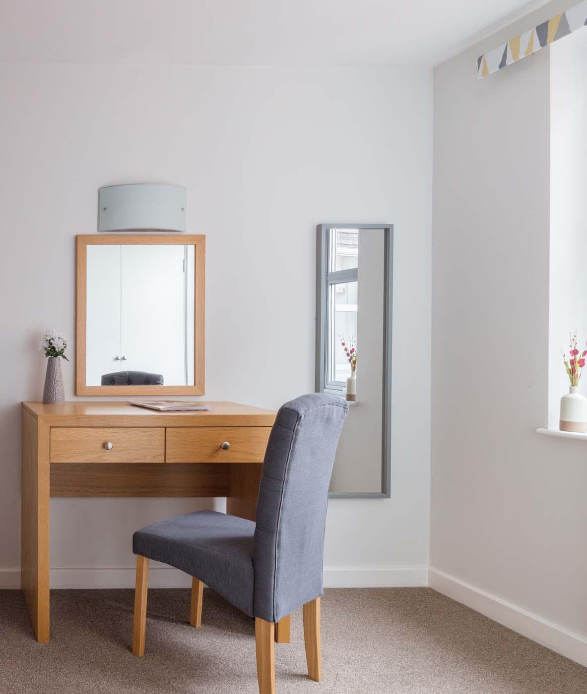 Desk at SACO Nottingham - The Ropewalk - Citybase Apartments