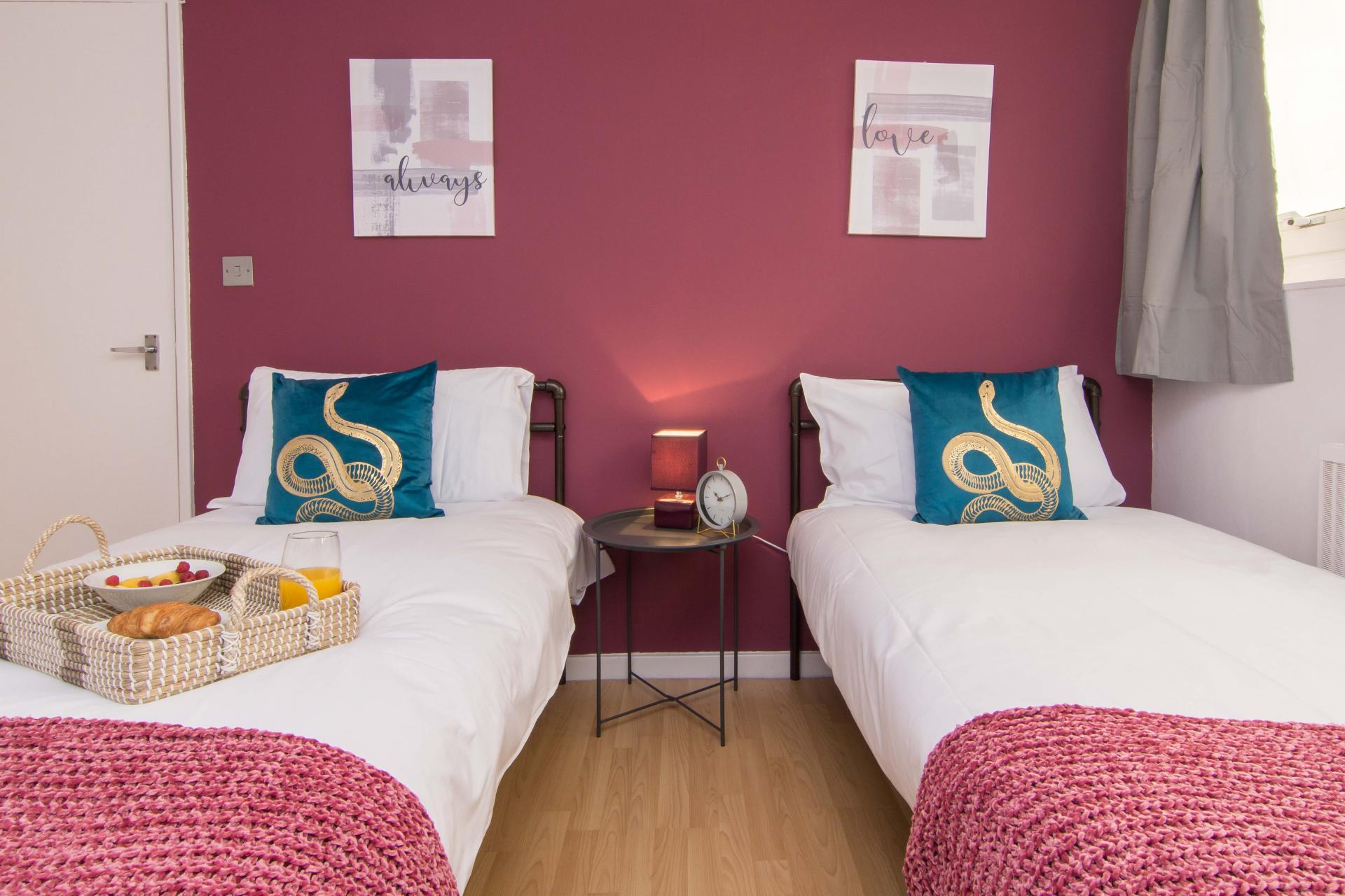Twin beds at Victoria Centre Apartment, Centre, Nottingham - Citybase Apartments
