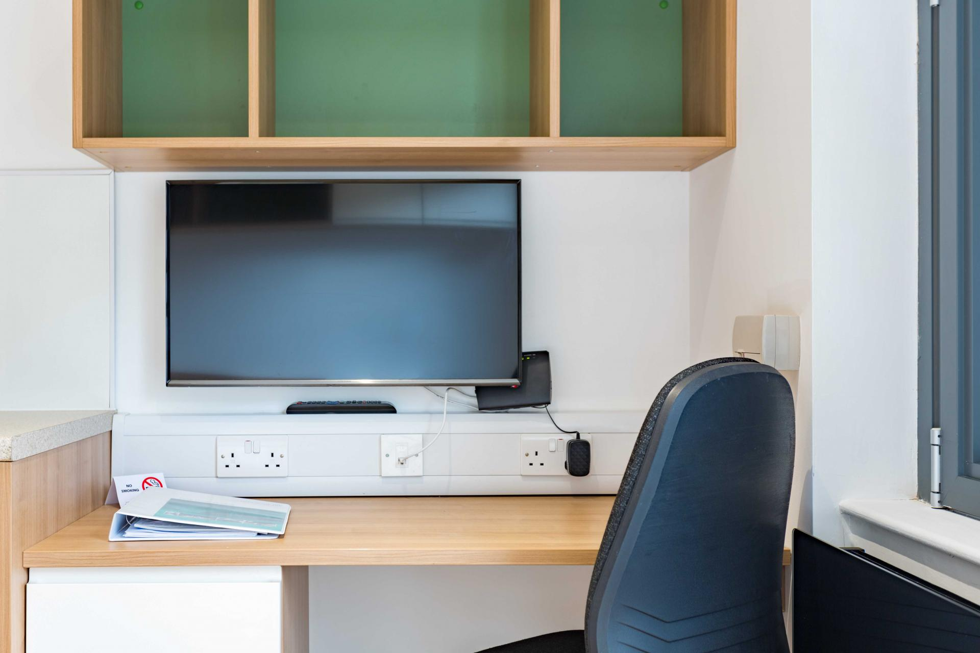 Work space at Park Lane Aparthotel, Centre, Cardiff - Citybase Apartments