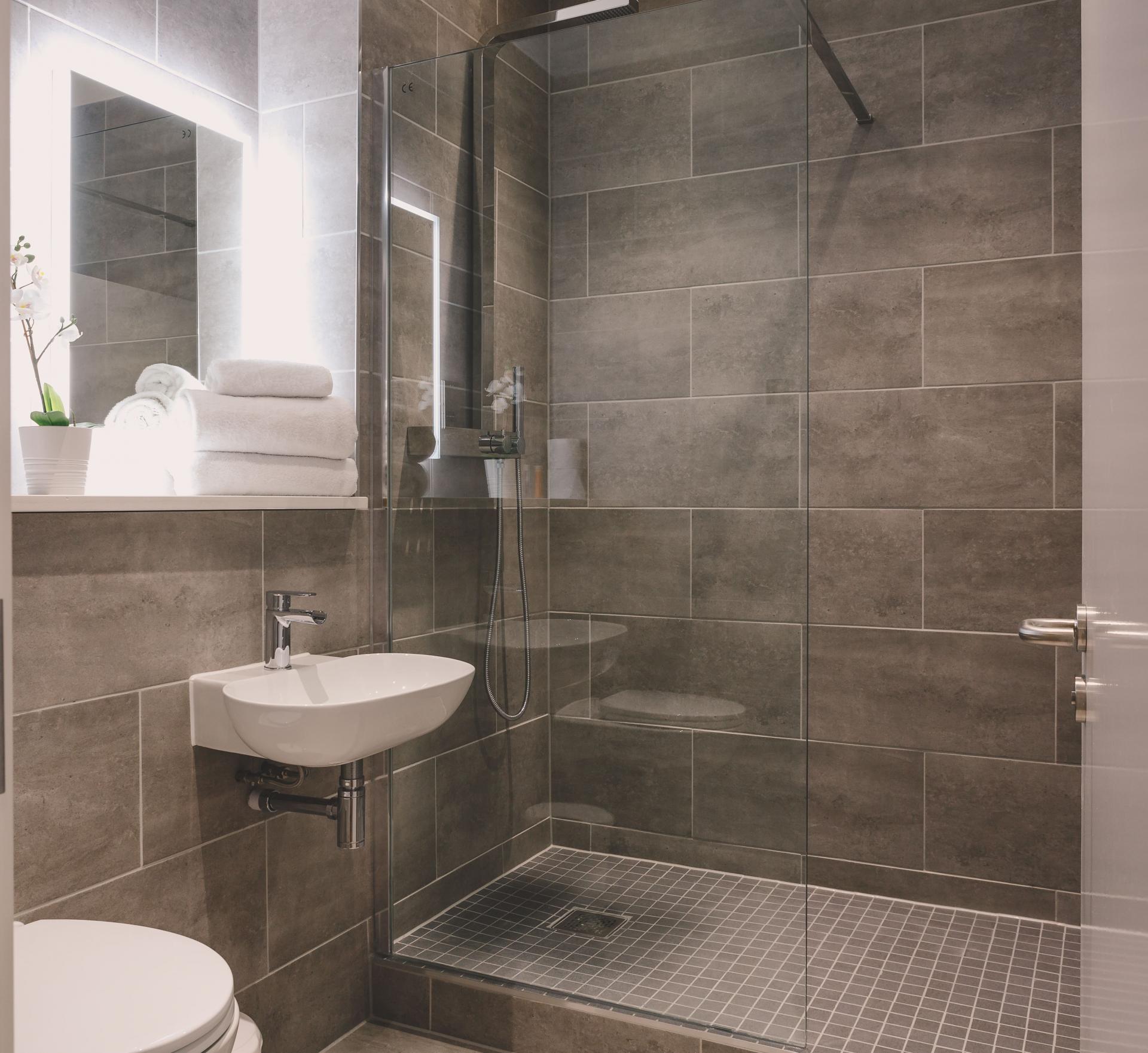 Bathroom at Park Lane Aparthotel, Centre, Cardiff - Citybase Apartments