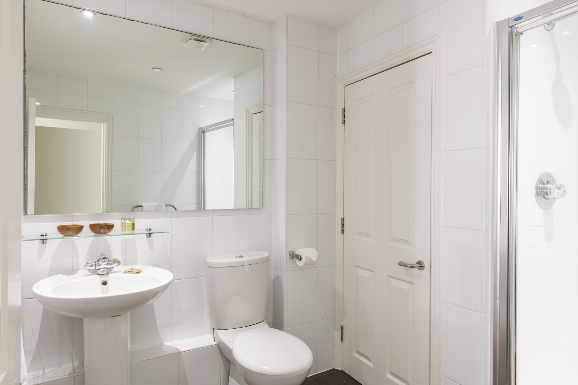 Bathoom at Cove West India House, Waterfront, Bristol - Citybase Apartments