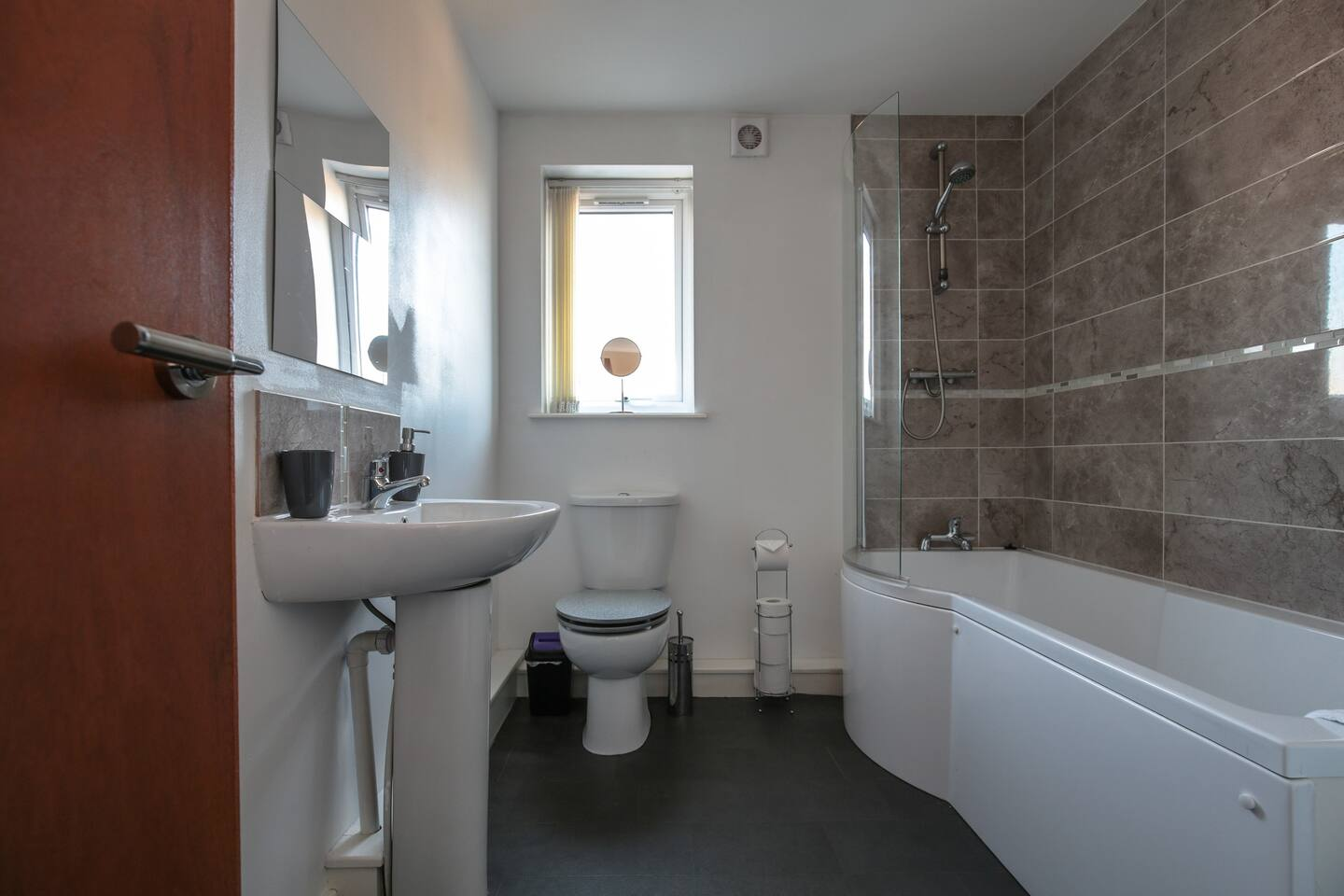 Bathroom at Young House, Vauxhall, Liverpool - Citybase Apartments