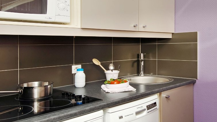 Modern kitchen in Adagio Porte de Versailles - Citybase Apartments