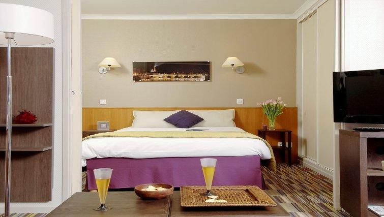 Welcoming bedroom in Adagio Porte de Versailles - Citybase Apartments