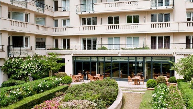 Charming courtyard in Adagio Porte de Versailles - Citybase Apartments