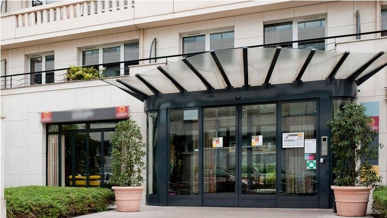 Large exterior of Adagio Porte de Versailles - Citybase Apartments