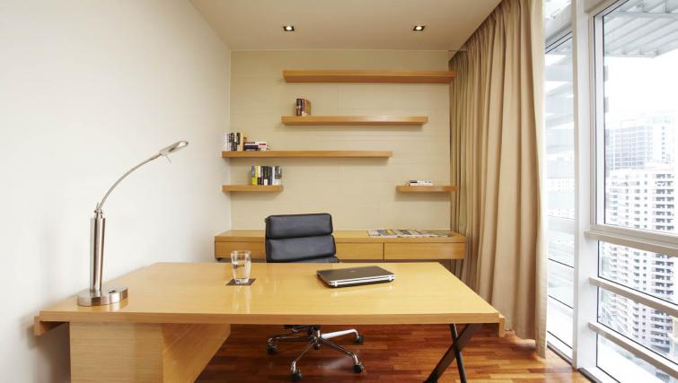 Work desk at PARKROYAL Serviced Suites Kuala Lumpur - Citybase Apartments