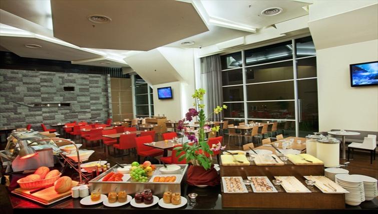 Communal restaurant at PARKROYAL Serviced Suites Kuala Lumpur - Citybase Apartments