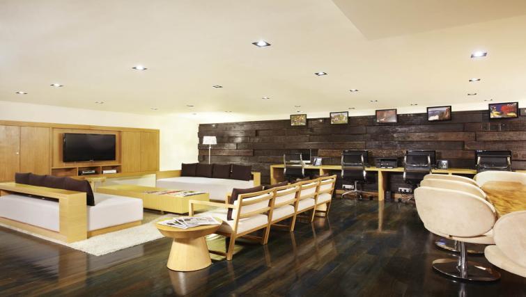 Large business centre at PARKROYAL Serviced Suites Kuala Lumpur - Citybase Apartments