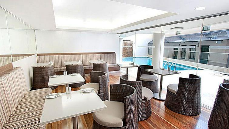 Swimming Pool at Rendezvous Hotel Sydney The Rocks - Citybase Apartments