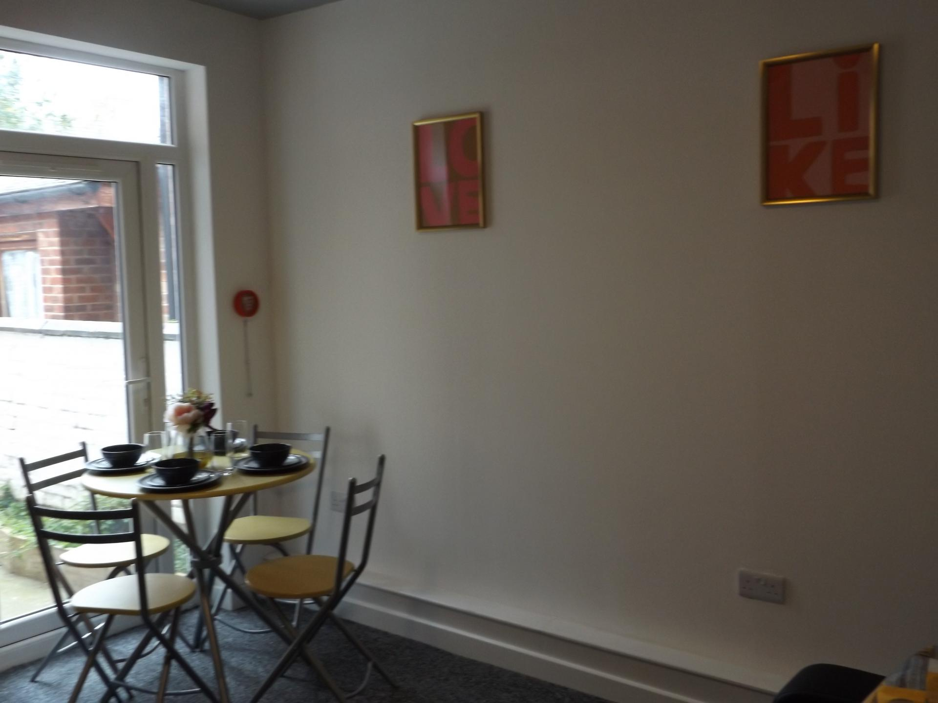 Dining at Leicester City House, Aylestone, Leicester - Citybase Apartments