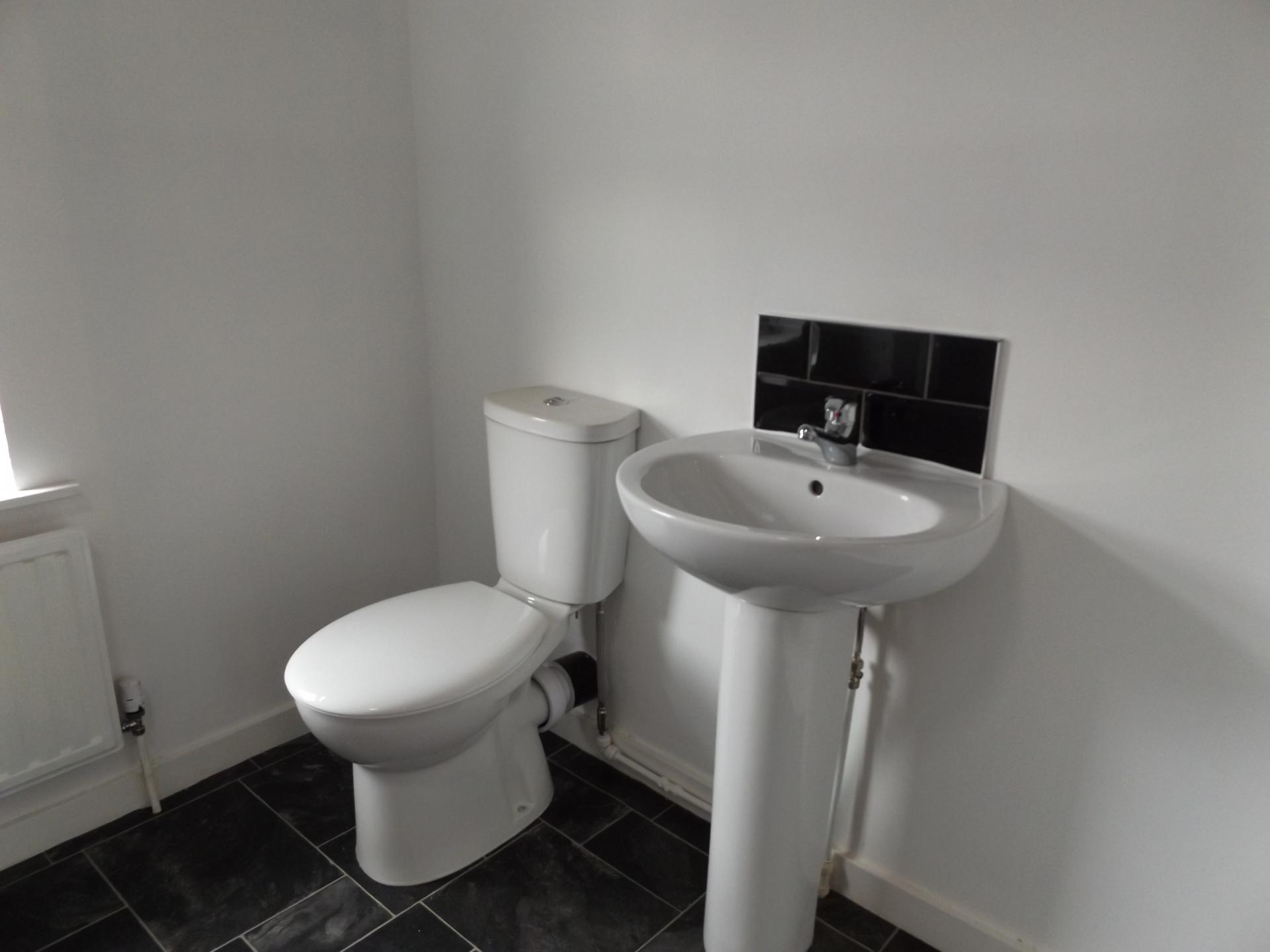 Toilet at Leicester City House, Aylestone, Leicester - Citybase Apartments