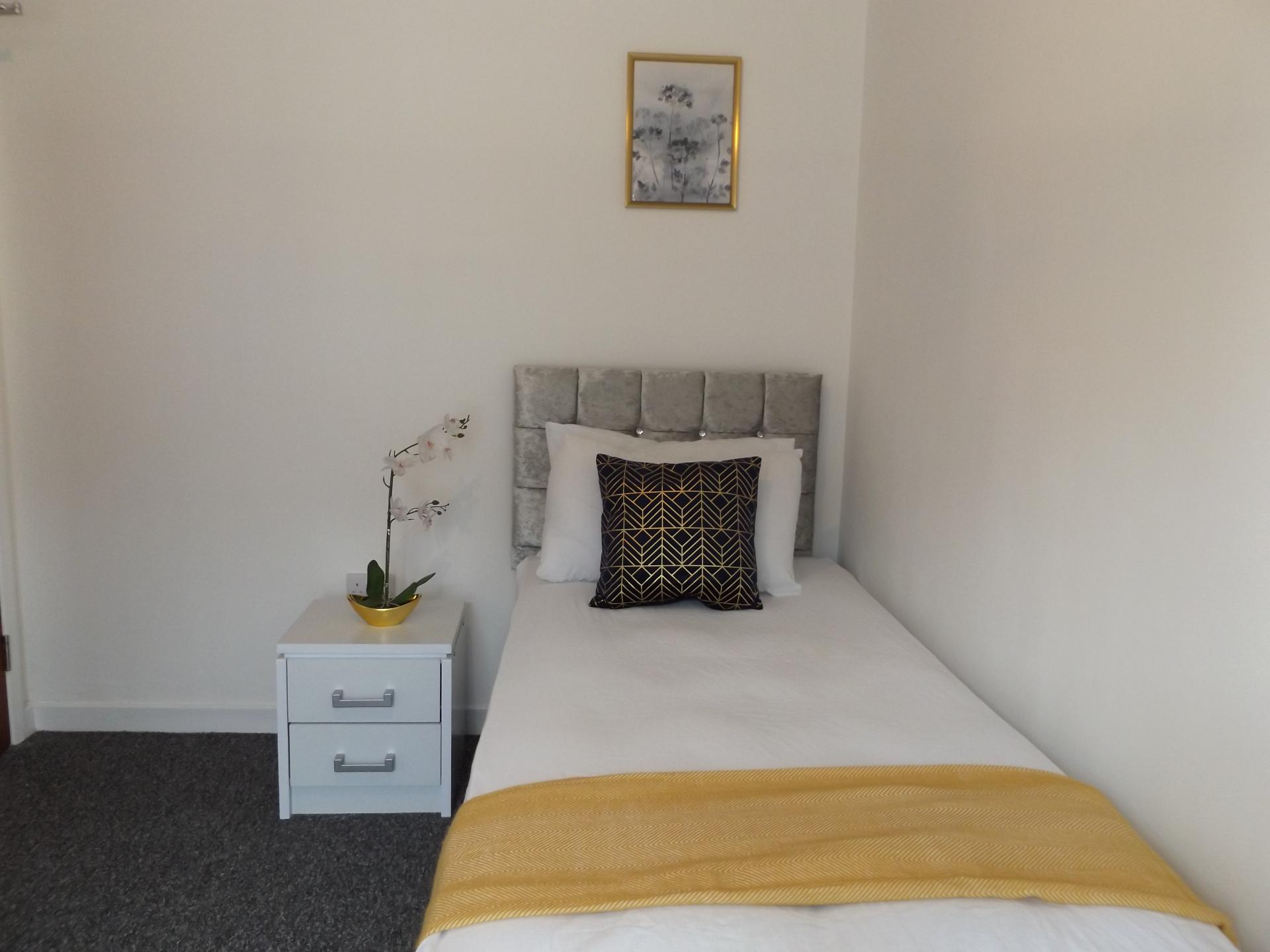 Single bed at Leicester City House, Aylestone, Leicester - Citybase Apartments
