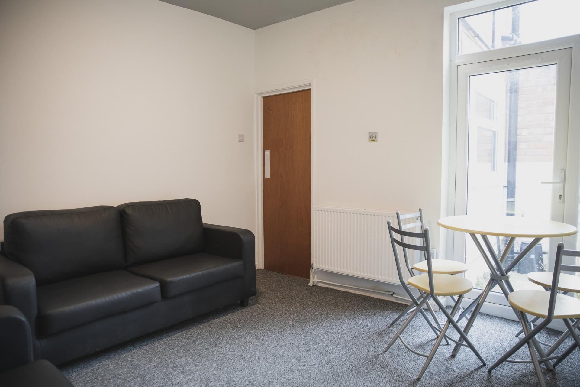 Living area at Leicester City House, Aylestone, Leicester - Citybase Apartments