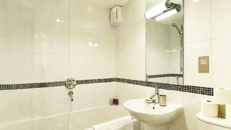 Attractive bathroom in 34 James Street Apartments - Citybase Apartments