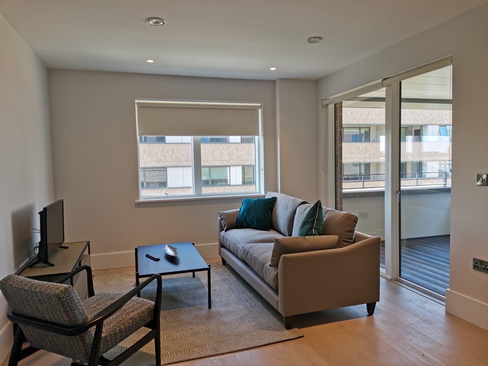Sitting area at Heathrow North Apartments, Hounslow, London - Citybase Apartments