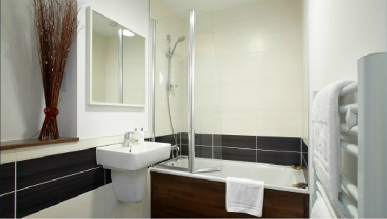 Fantastic bathroom in Skyline Plaza Apartments - Citybase Apartments