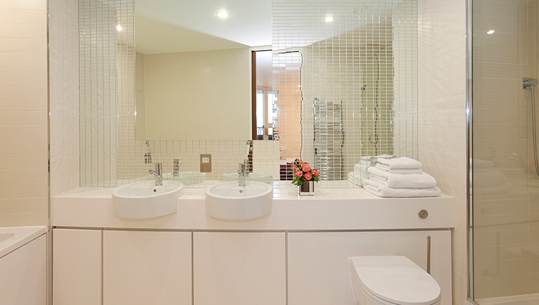 Bathroom at SACO Covent Garden - St Martin's - Citybase Apartments