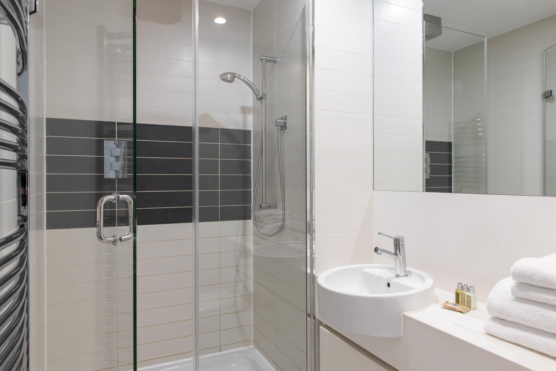 Shower at Cove St Martin's, Covent Garden, London - Citybase Apartments