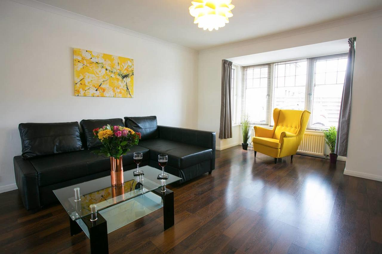 Living area at Allenvale Gardens House, Ruthrieston, Aberdeen - Citybase Apartments
