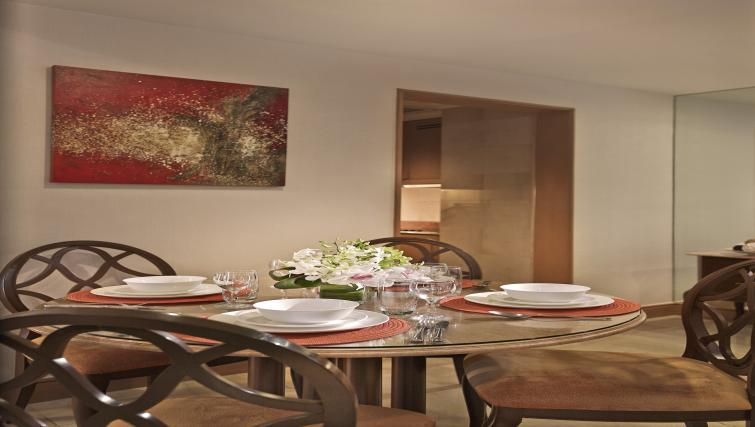 Dining area at Shangri-La Apartments Singapore - Citybase Apartments