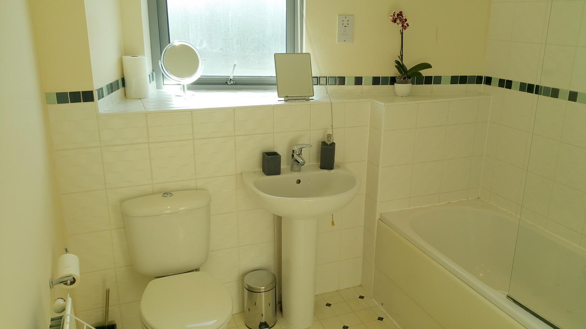 Bathroom at Central Station Apartment, Mill Road, Cambridge - Citybase Apartments
