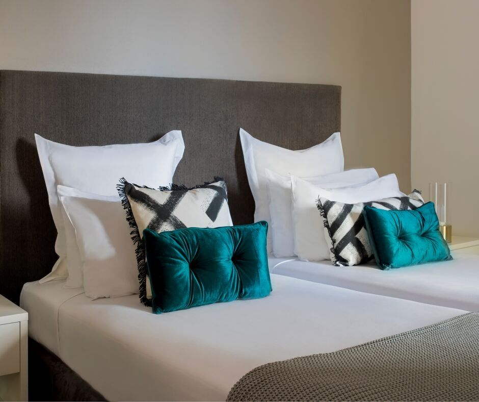 Twin beds at Pullman Quay Grand Apartments - Citybase Apartments
