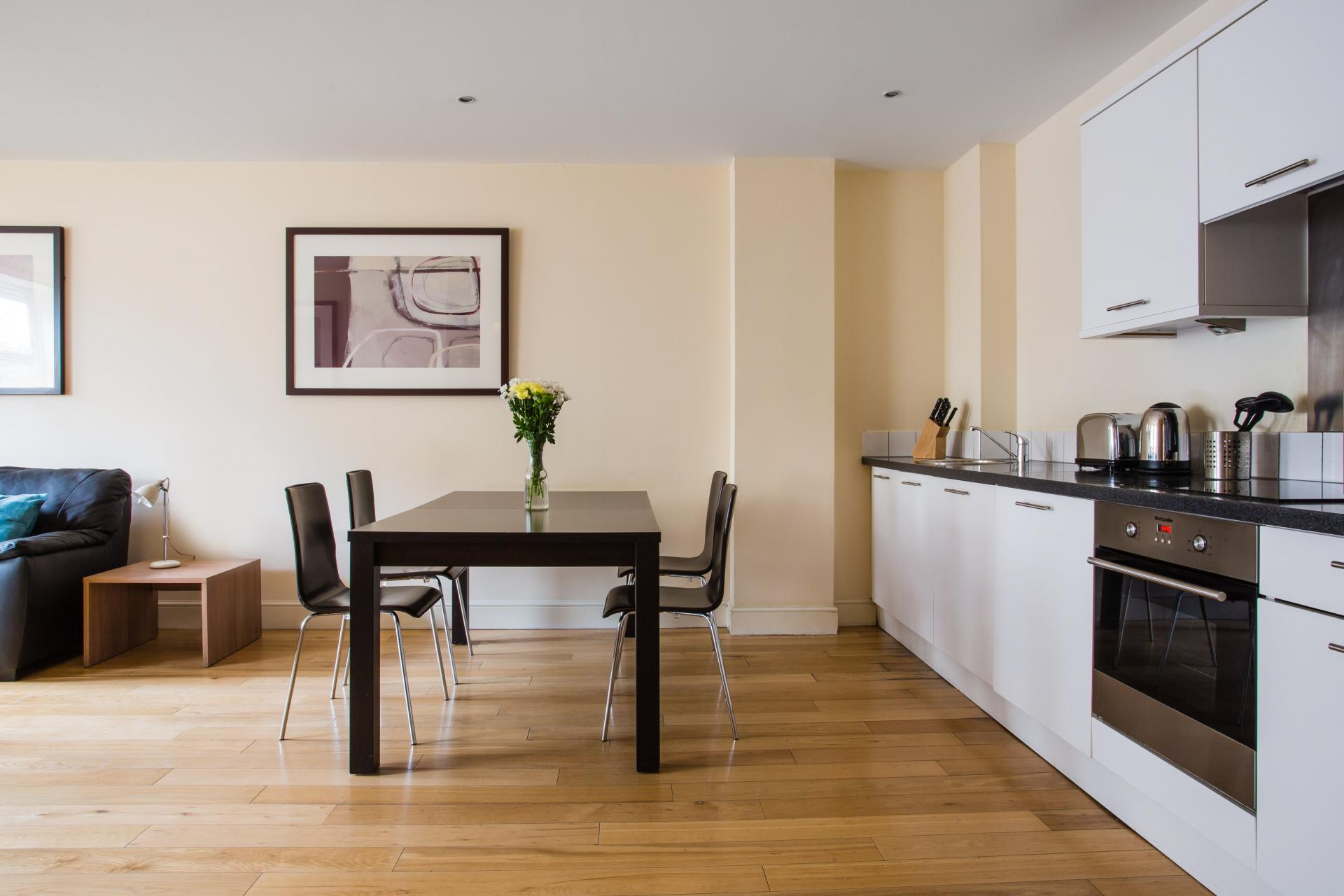 Kitchen diner at Reading Central Apartments, Centre, Reading - Citybase Apartments