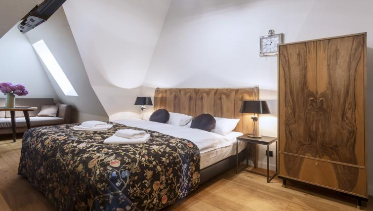 Studio bed at Antique Apartments - Citybase Apartments