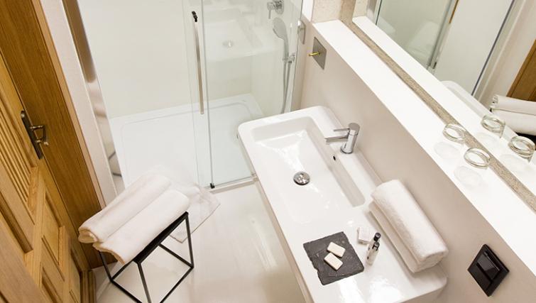 Studio bathroom at Antique Apartments - Citybase Apartments