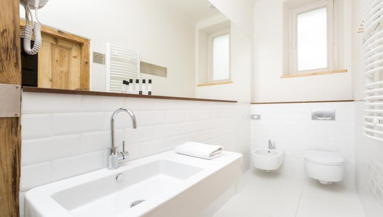 Clean bathroom at Antique Apartments - Citybase Apartments